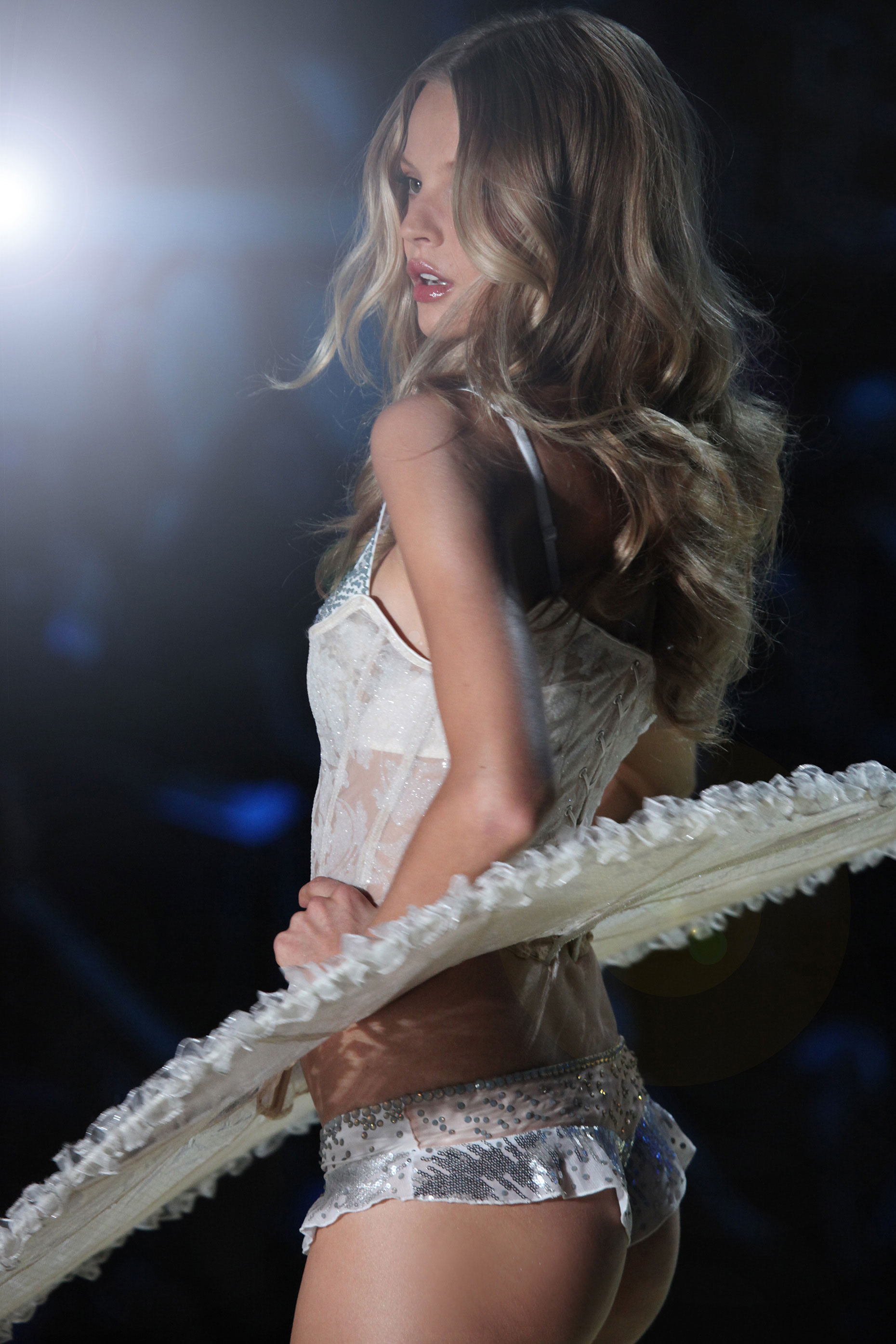 64-kelly-stuart-runway-victoria-secret-8-b