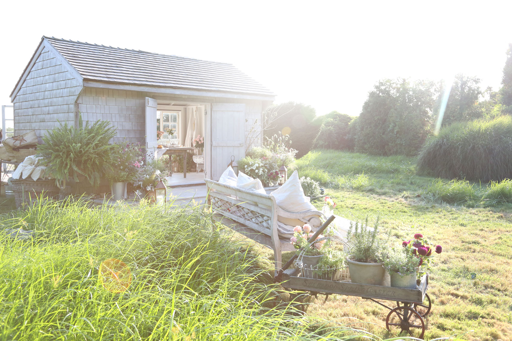 Kelly-Stuart-Exteriors-Loveshackfancy-shed-3